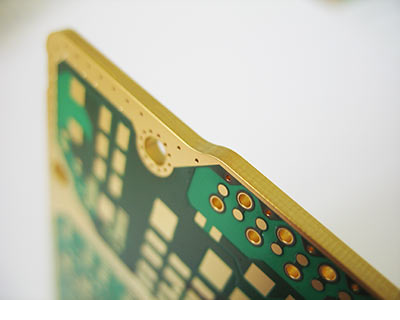 Plated contour edges increase the EMC protection of a PCB